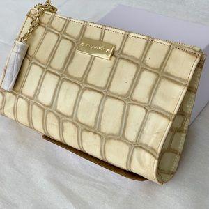 NWT🎁 Brahmin Creme Assorted Leather Wristlet